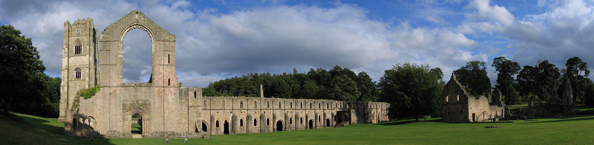 Fountains_Abbey_view_crop1_2005-08-27